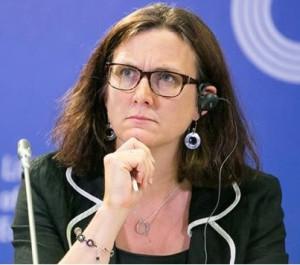 Det ryktas att Malmström inte är ett dugg glad på Juncker