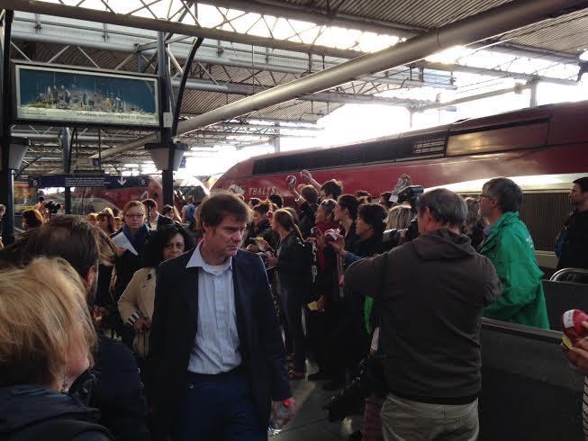 När EU-parlamentets tjänstemän hoppade på tåget igår morse var TTIP-aktivister på plats.